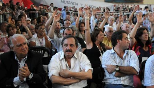 La UCR en estado puro: botellazos y puteadas contra Alfonsín (y otros)